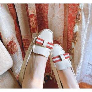 Janelle 方扣乐福鞋