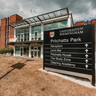 伯明翰大学宿舍隔离期间提供免费餐盒,水果...