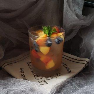 美味治愈饮品---冰镇蓝莓蜜桃饮...