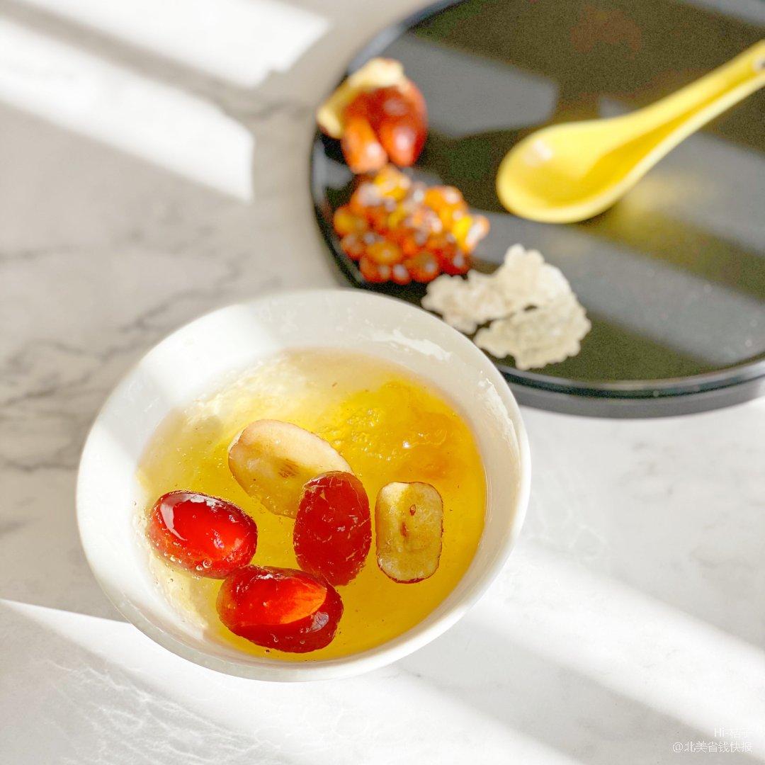 养生甜品:桃胶雪燕红枣甜汤