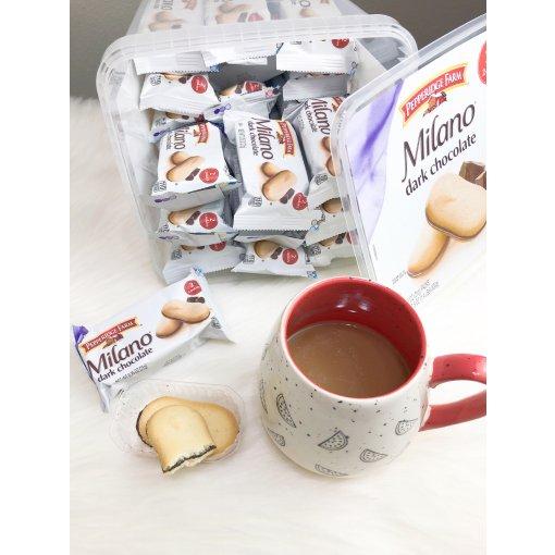 🍫黑巧克力夹心曲奇,买大盒才过瘾😆