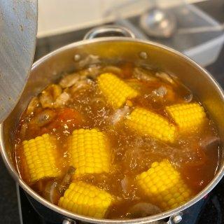 伦敦降温宜喝玉米小排汤...