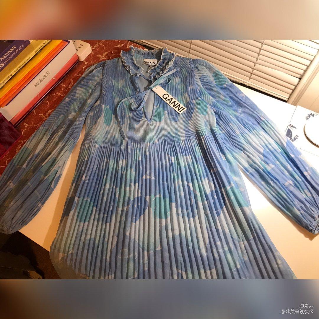 Ganni这季水墨系列的小衫和连衣裙🥰