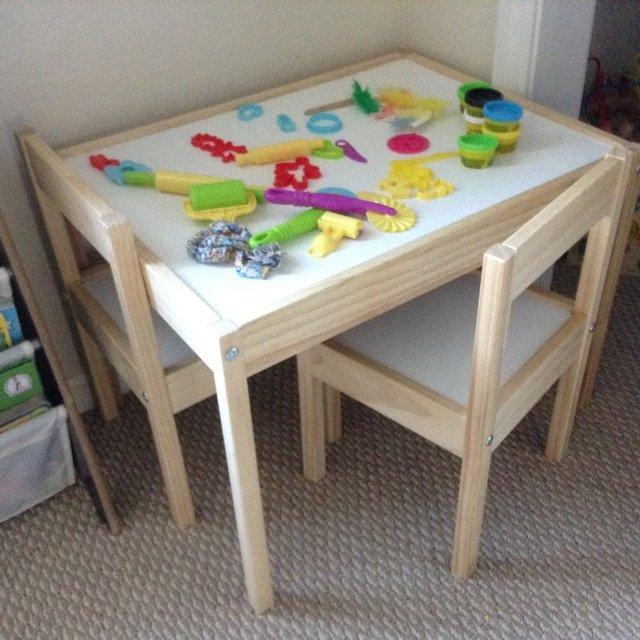 宜家入的儿童桌椅套装,一张桌子+2...