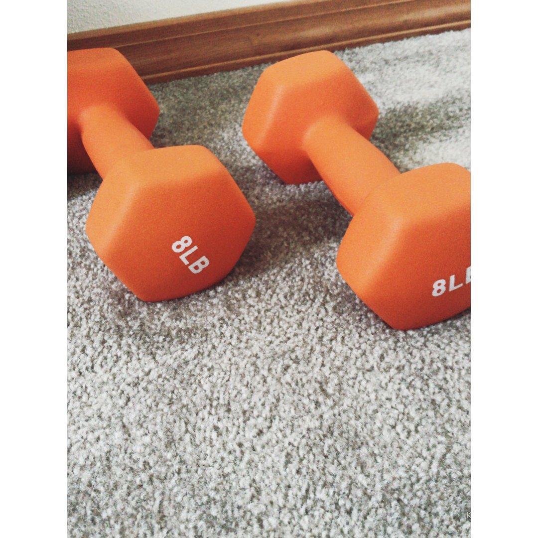 健身打卡|哑铃健身练出马甲线
