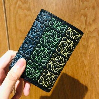 让我第一眼就爱上的Loewe印花6色钱包...