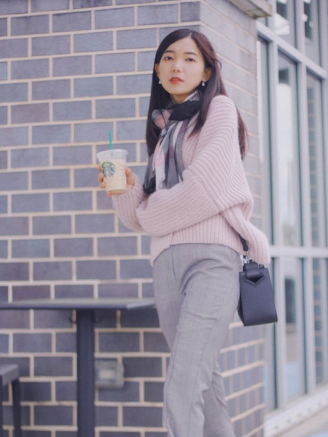 灰色粉色黑色◻️🎀◼️.初春气质围巾推荐