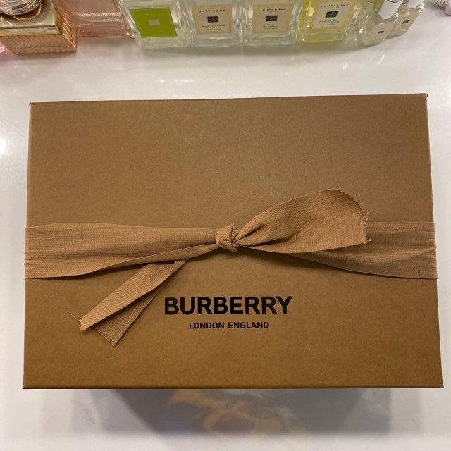 Burberry的包装我觉得超级有...