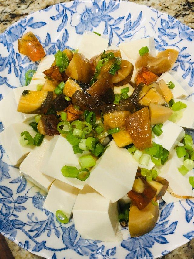 清淡又开胃 凉拌皮蛋豆腐