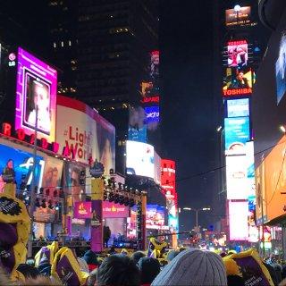 云游纽约!第一站:时代广场跨年!👀...