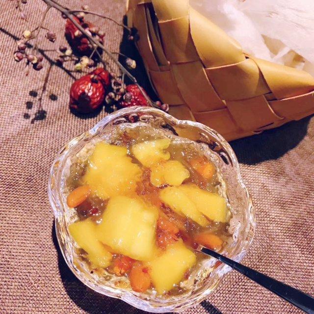 周末美食DIY|红枣凤梨🍍雪燕桃胶羹🥣