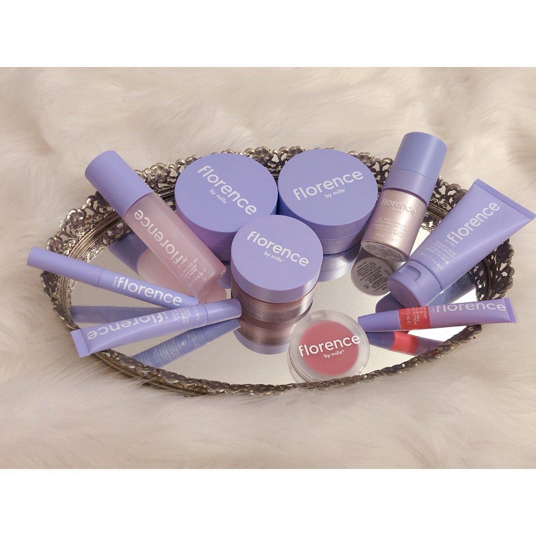 薰衣草紫色的护肤美妆品牌Flore...