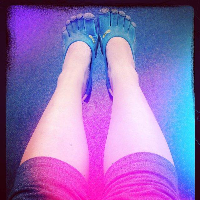 不闲置:4-8  个性十足的五趾鞋...