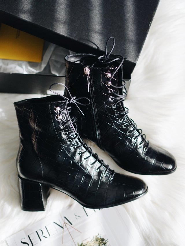 解锁新品牌,拎了双压纹油皮靴回家🤪