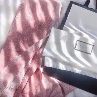 - Loved 丝绸&羊绒围巾