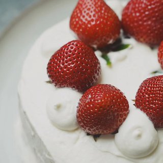 还原动漫中的草莓蛋糕🍰...