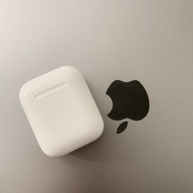 Airpods+Macbook Pro