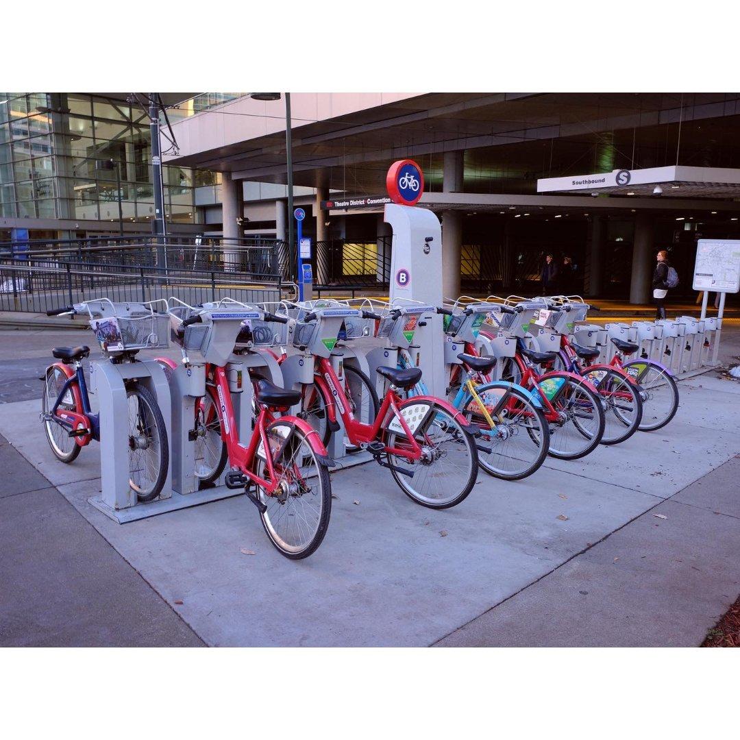 在Denver骑自行车