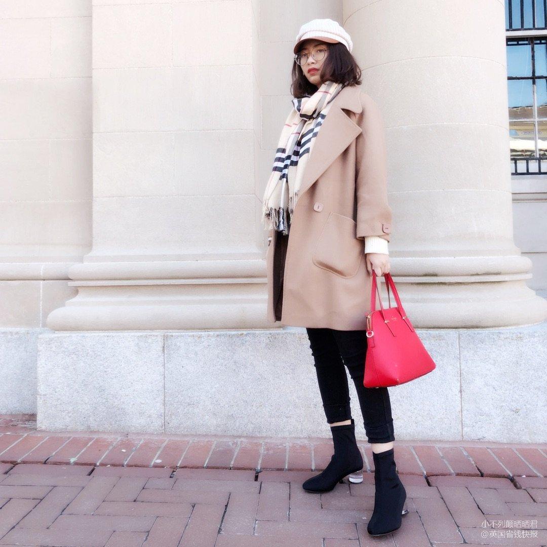 有些微寒的初春:浅驼大衣+透明跟袜...