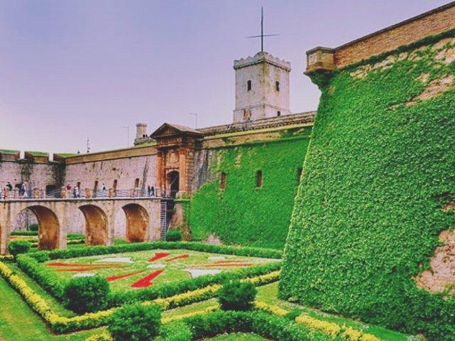 巴塞罗那|山顶至高处的那座城堡