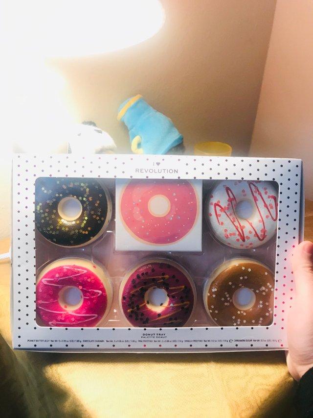 这是一盒甜甜圈🍩