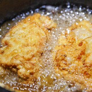 宅家美食 自制媲美KFC的炸鸡🍗...