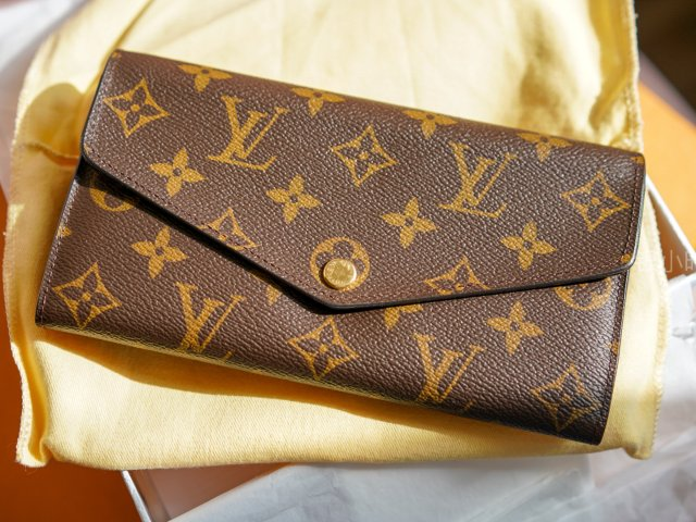 2款Louis Vuitton钱包...