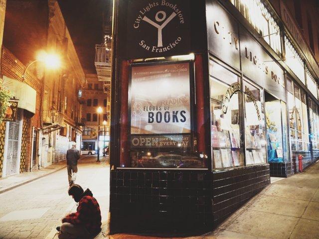 探店|曾经声名大噪的城市之光书店,...