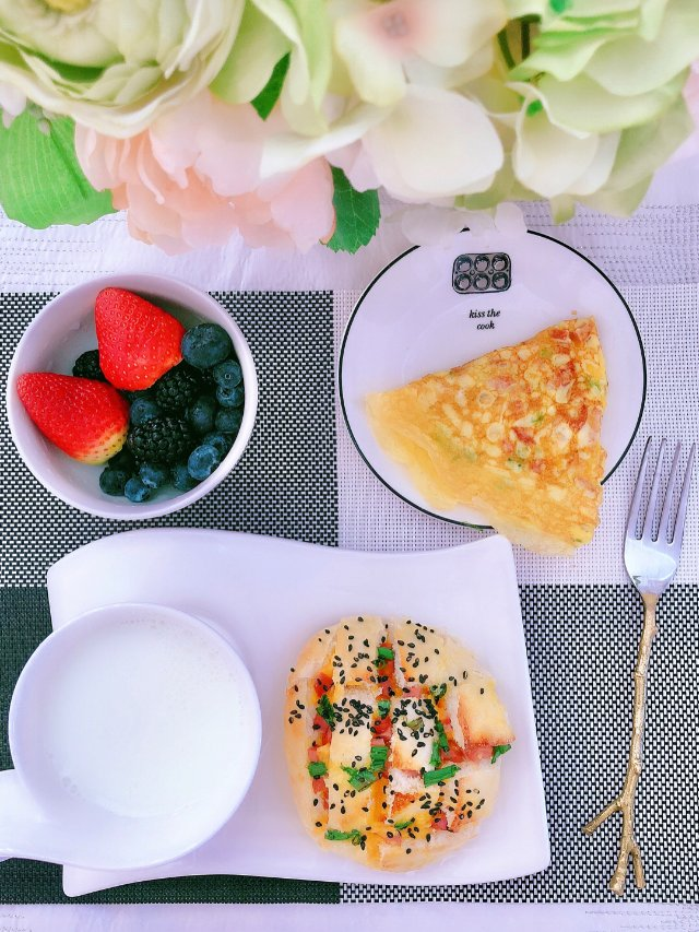 早餐吃什么:烤芝士馒头➕煎鸡蛋