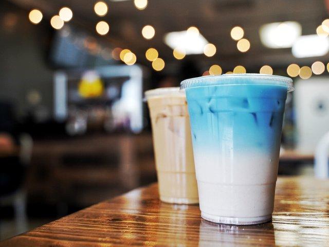 蓝蓝的饮料灰灰的天☁️