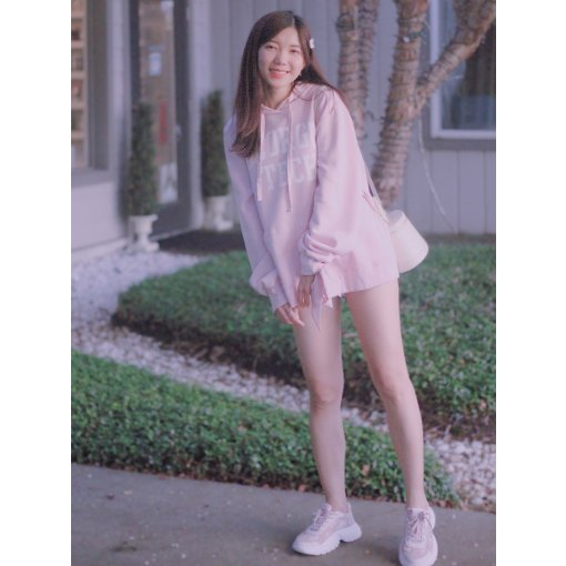 穿搭   粉色卫衣+老爹鞋 重回校园Look💗💗
