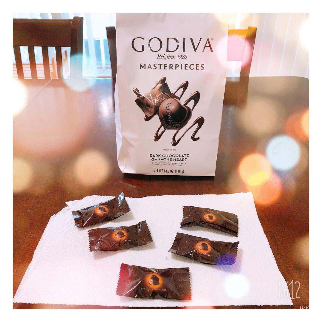 Godiva的心形黑巧克力💕