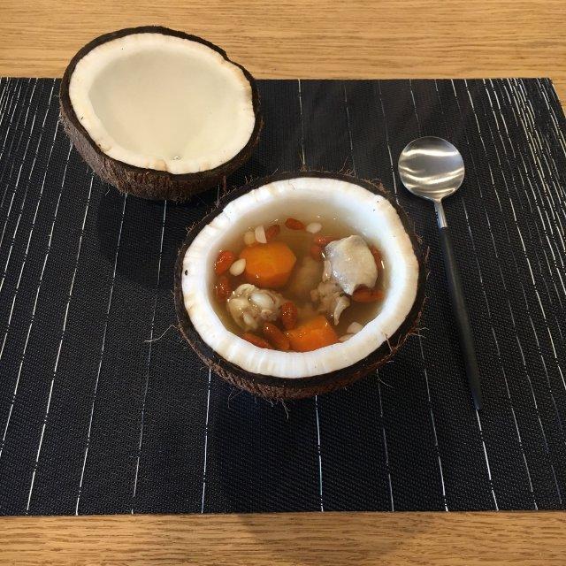 原盅椰子燉雞湯🥥🐔🥕