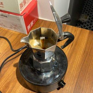 摆咖啡摊能月入百万吗...
