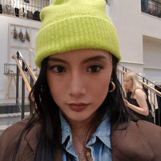 今年冬天最荧光的仔! Acne羊毛帽新色...