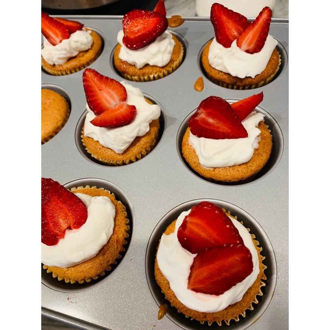 自制草莓cupcake