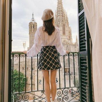 这次在巴塞罗那住的第二家酒店,房间就可以看到大教堂,v...