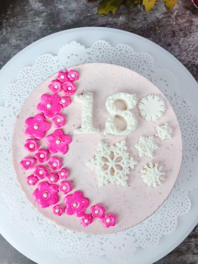 草莓慕斯蛋糕送给自己