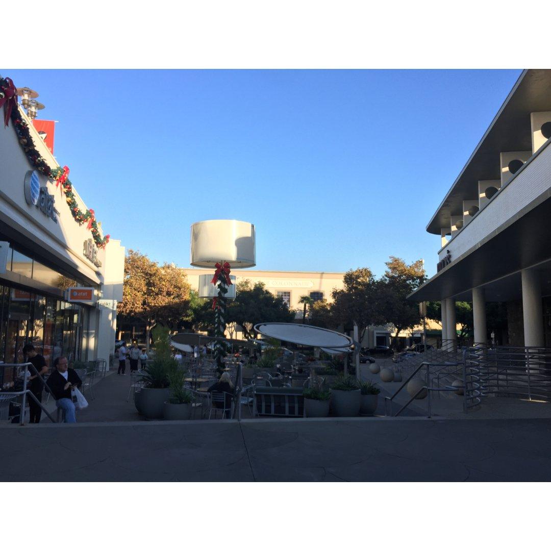 Pasadena Macy小广场