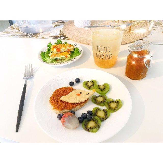 今日早餐:小刺猬吐司🦔+蜂蜜柚子茶...
