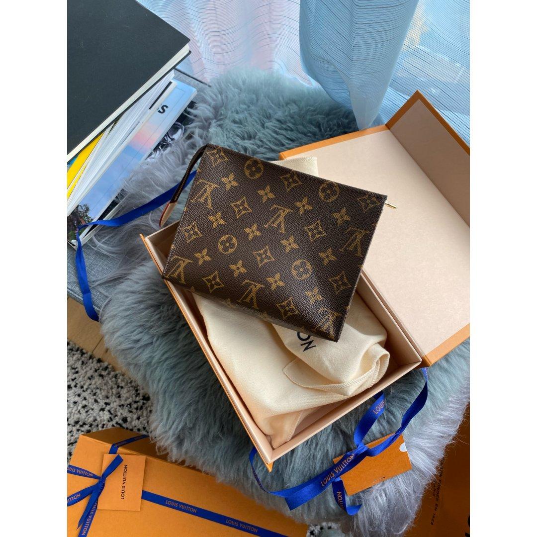 Louis Vuitton 路易·威登,Toiletry pouch 19
