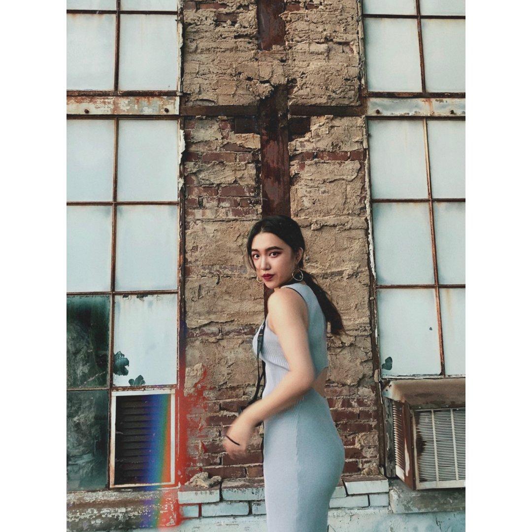 废弃工厂=酷女孩的拍照胜地👧