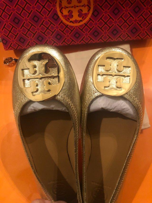 金灿灿的tory burch 平底鞋
