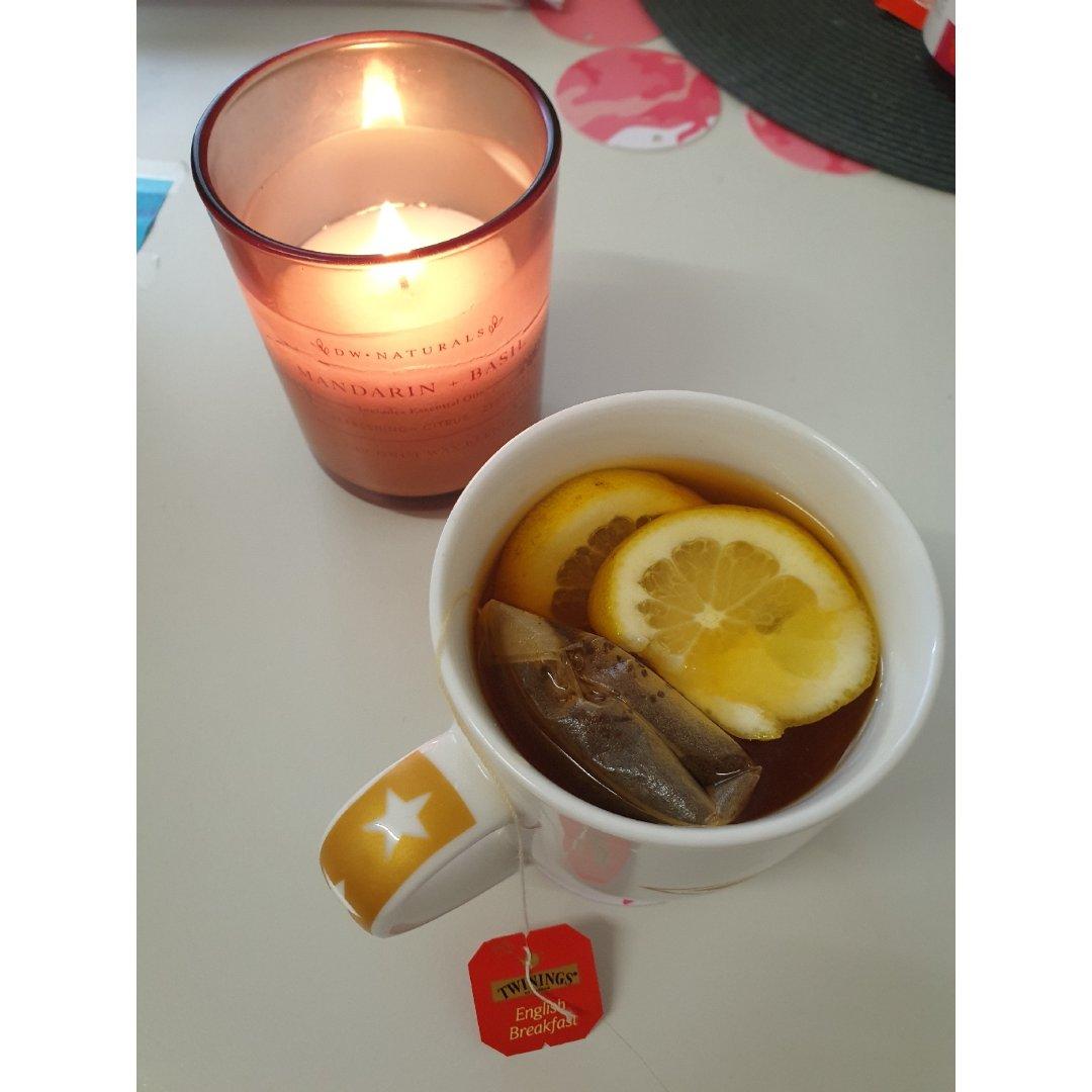 在这雾蒙蒙的清晨, 一杯柠檬茶,一盏香薰...