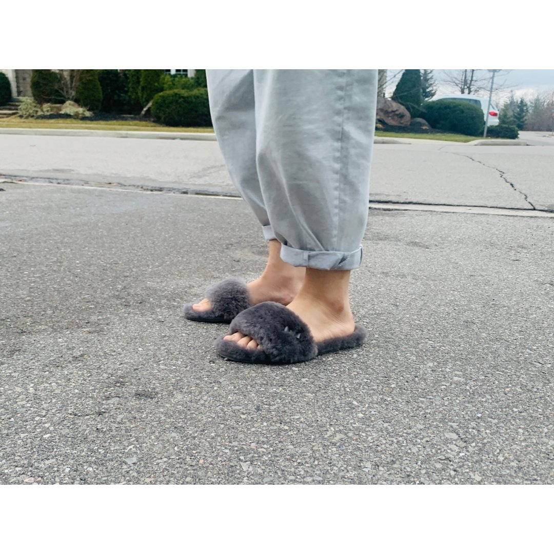 墙推🧱我的UGG小拖鞋,宅家能穿的新鞋🐑