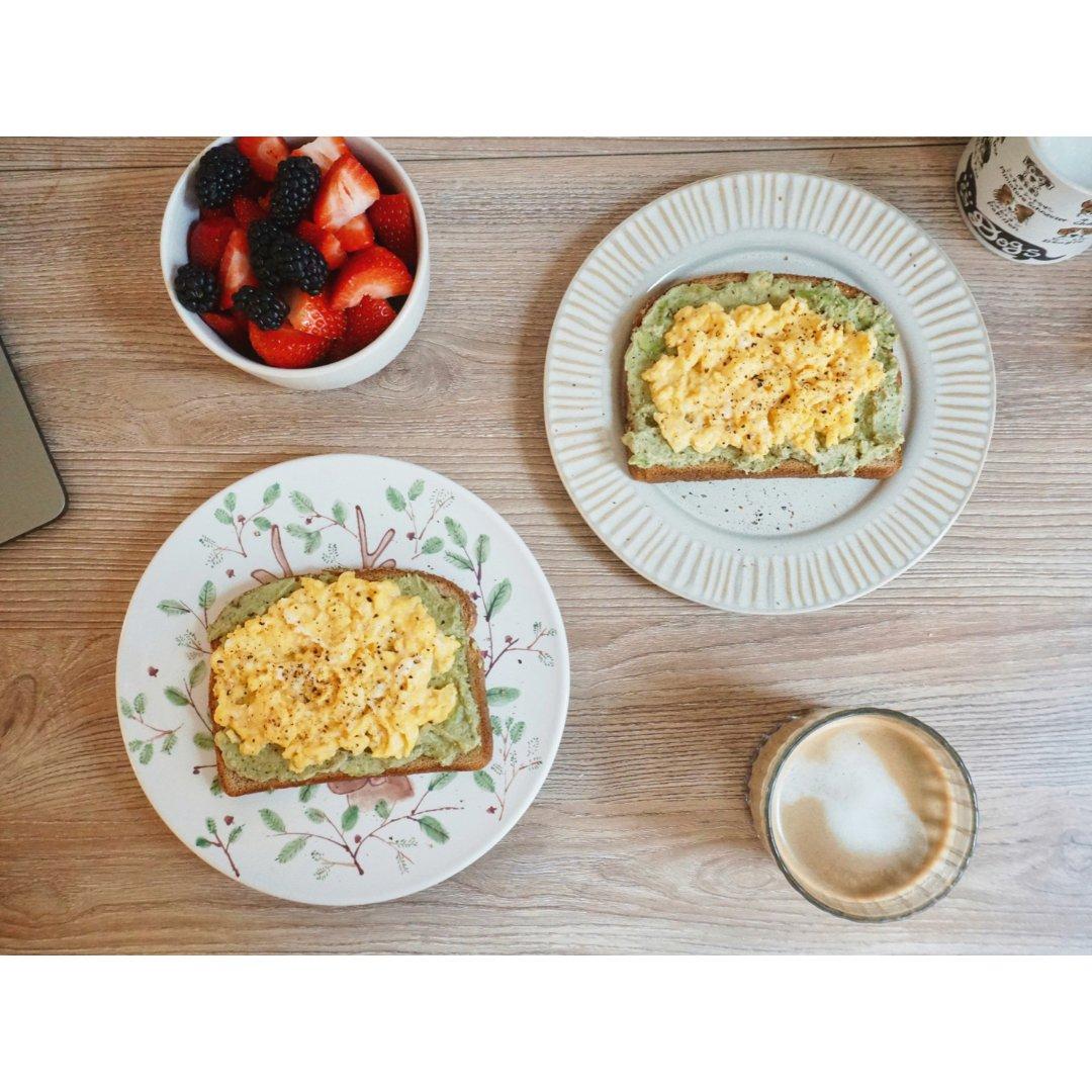 新年开启健康早餐|努努牌滑蛋牛油果吐司