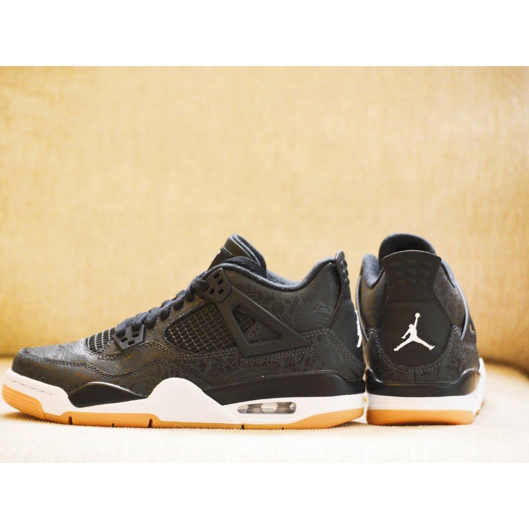 王者风范:Jordan 4 黑镭射