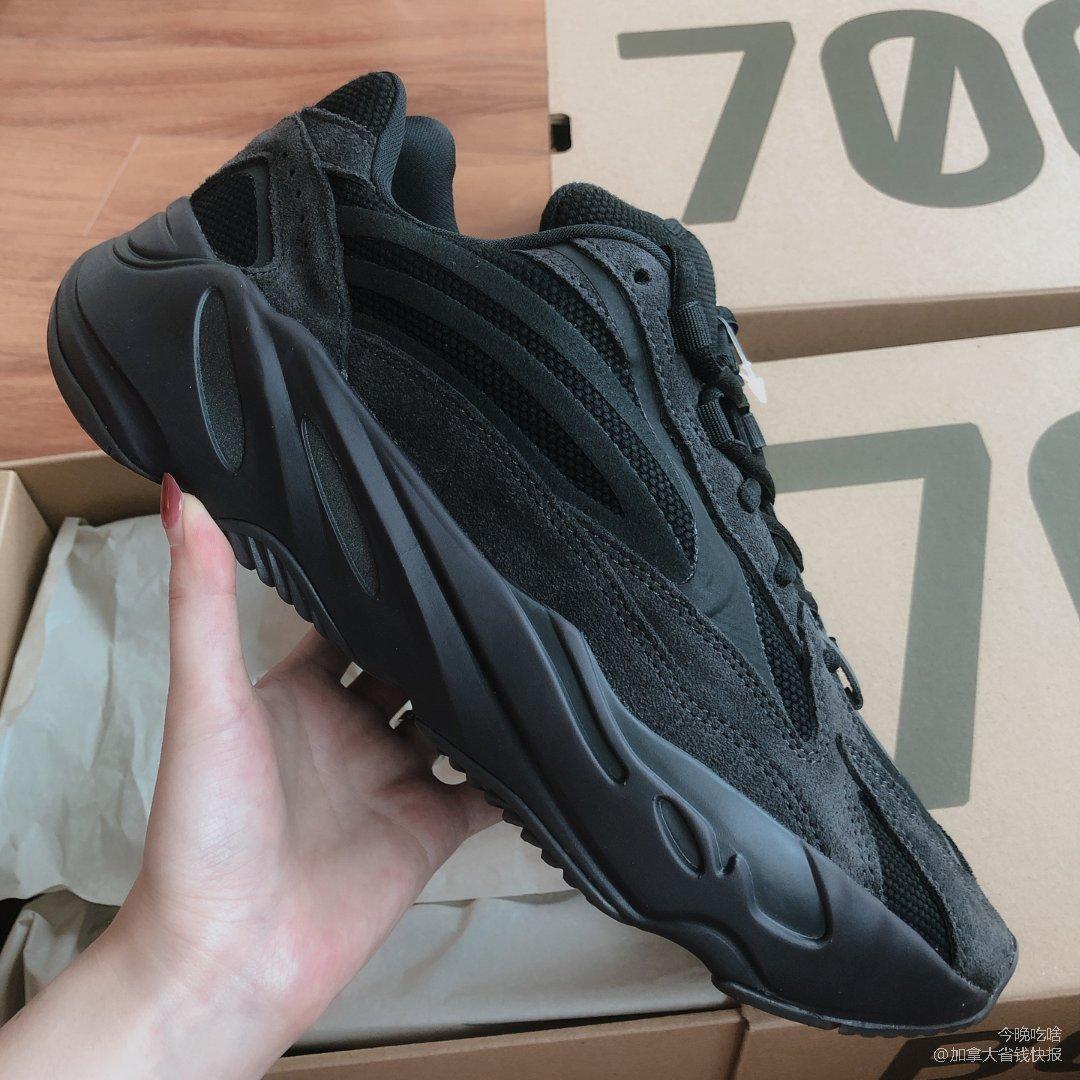 YEEZY 700 Vanta 黑椰子