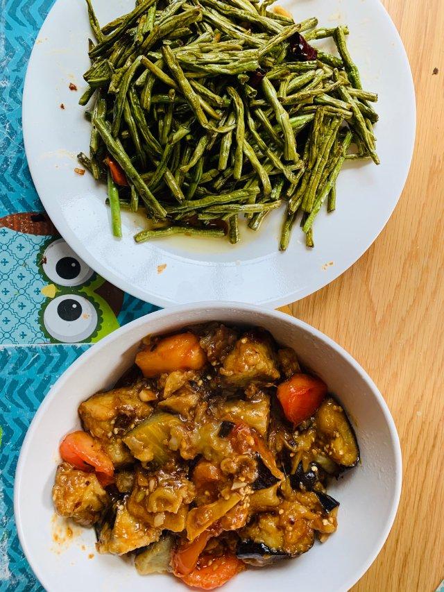 鱼香茄子配干煸四季豆