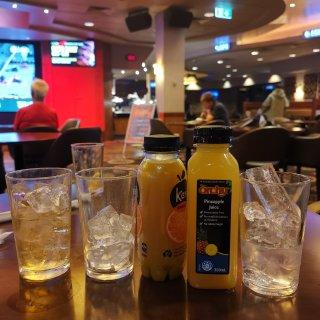 悉尼RSL自己调酒喝...